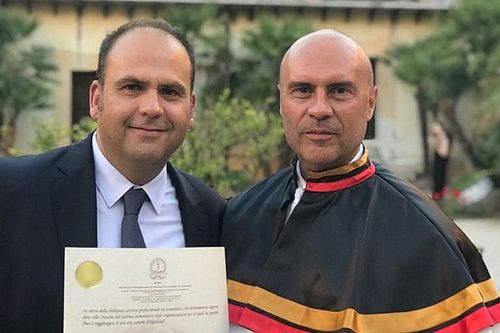 Max Redina riceve dall'ISFOA la Laurea honoris causa in Tecnica della Comunicazione
