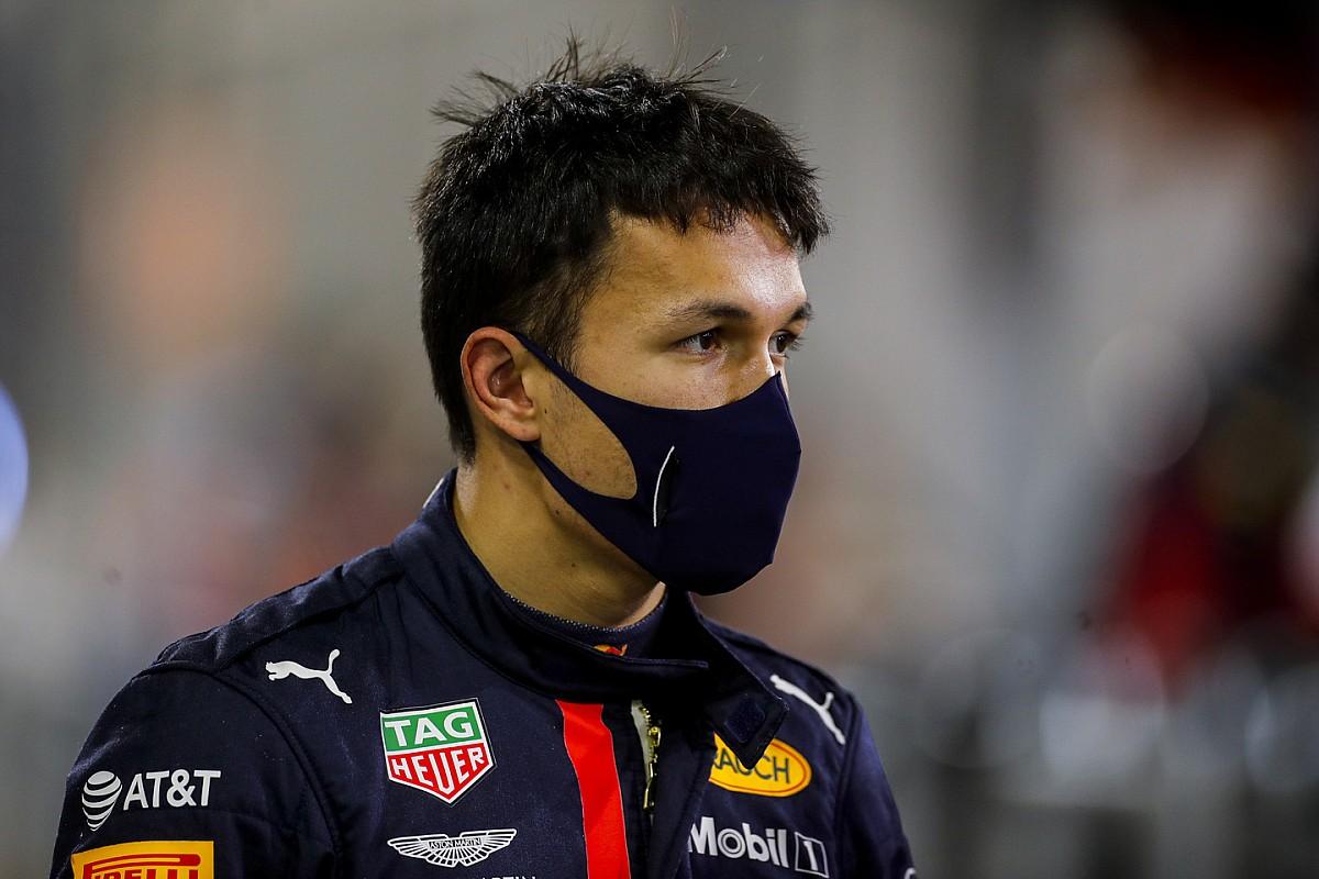 Albon se dijo dolido por la decisión de Red Bull de escoger a Pérez