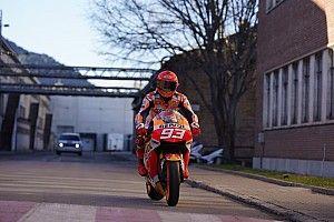 Chi si nasconde dietro al casco di Marquez nel video Honda?
