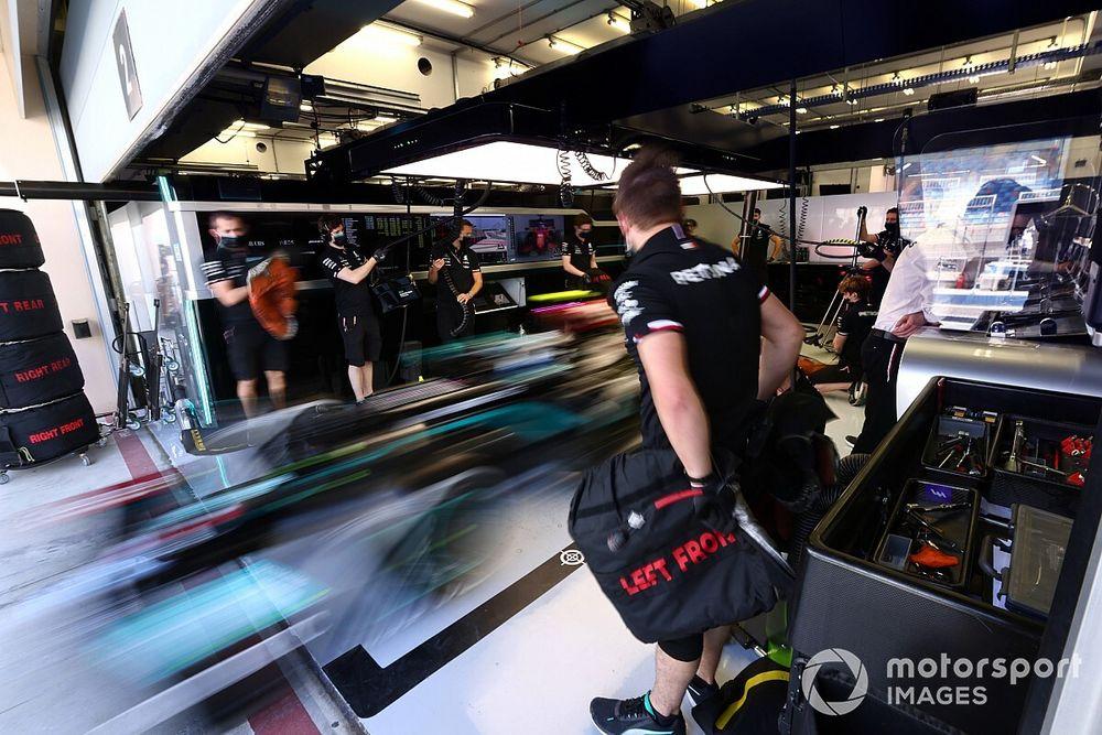 F1: Mercedes faz dia de filmagem no Bahrein com W12 após problemas na pré-temporada