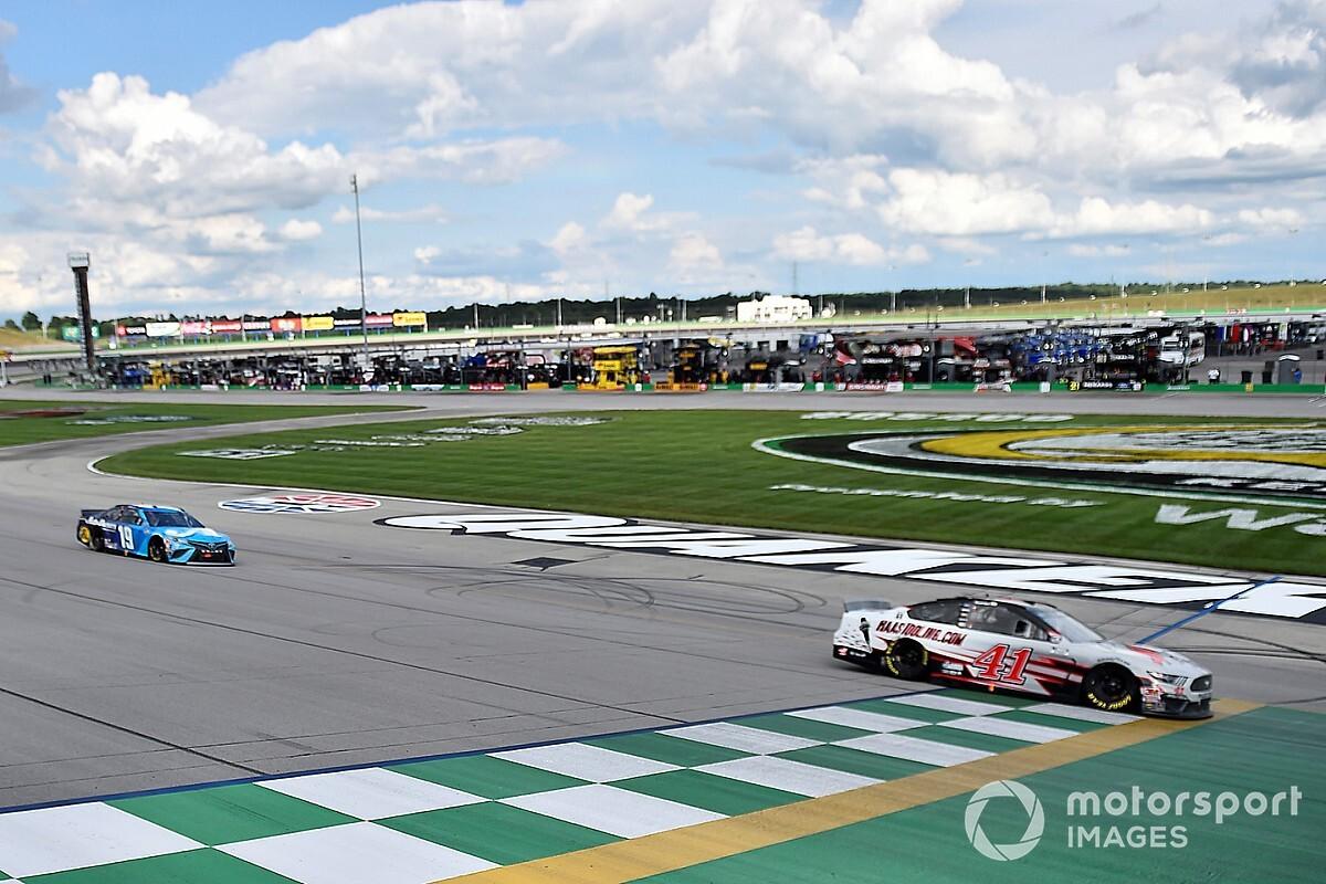 Custer faz manobra ousada no final e conquista primeira vitória na NASCAR Cup Series