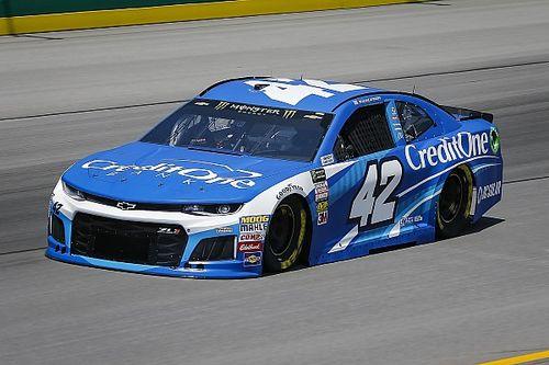 Larson abre fuerte en Kentucky con Suárez en décimo