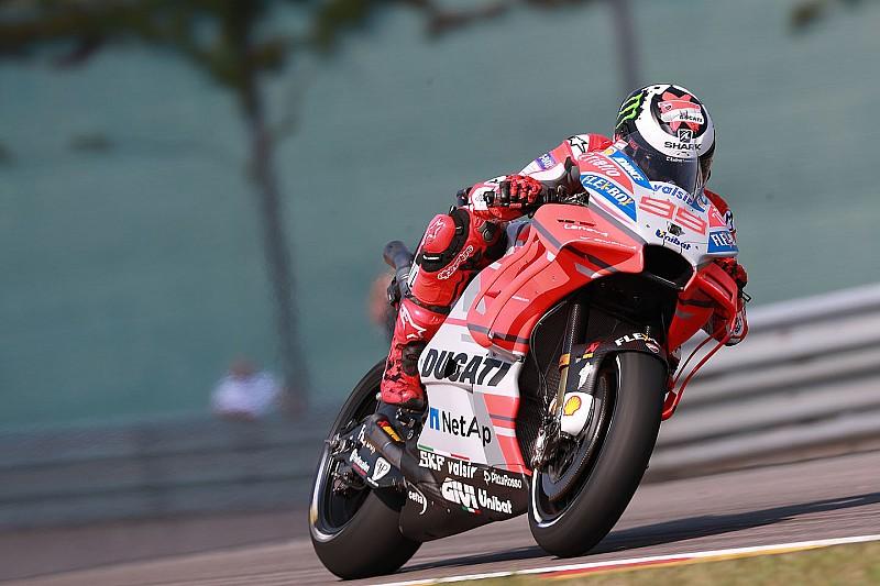 Lorenzo coge la batuta la primera jornada en Sachsenring