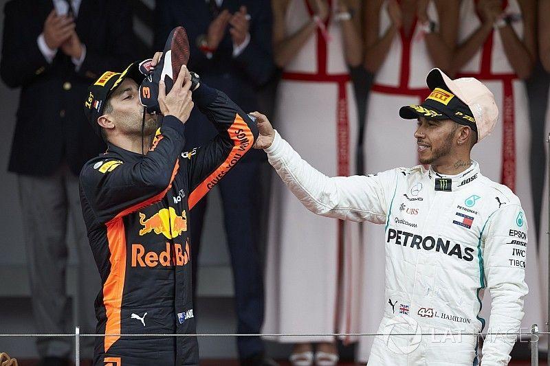 Ricciardo önfeledt öröme, pezsgőzése, rohangálása: képek