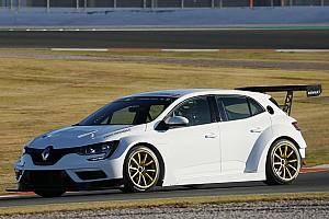 TCR Test Valencia: iniziati i test BoP, la Renault si rompe e Morbidelli sbatte