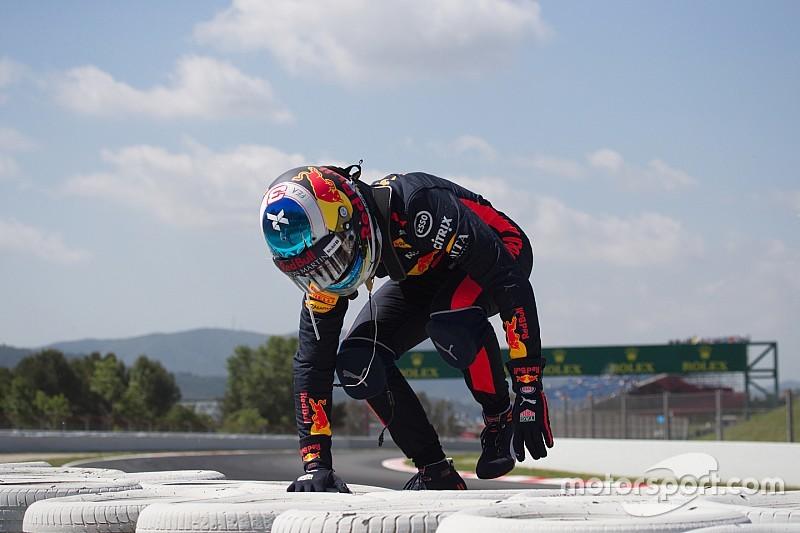 Button: Ricciardónak a Ferrarit kellene választania!