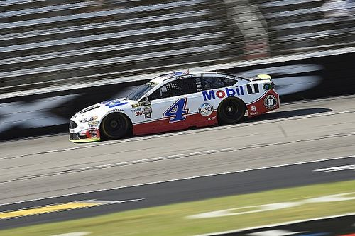 Kevin Harvick holds off Truex for Stage 1 win at Texas