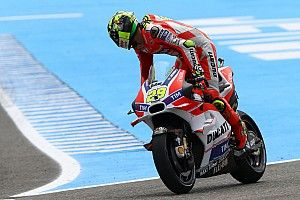 Dovizioso 7th and Iannone 11th at the end of first day of free practice for the Spanish GP