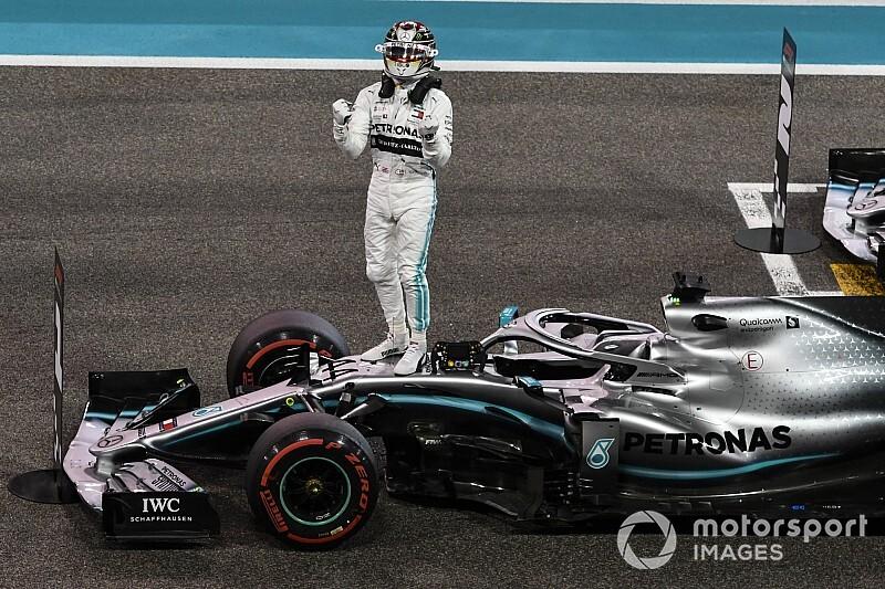 "Hamilton elogia la W10: ""Mercedes ha creato una opera d'arte!"""
