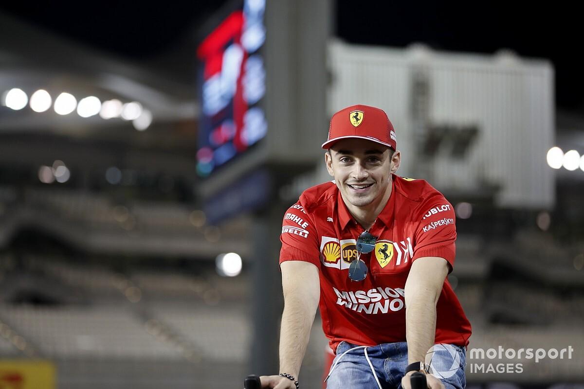 Hatalmas mémmel reagált a Mercedes Leclerc banánjelmezére