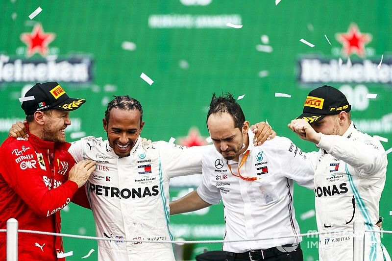墨西哥大奖赛:汉密尔顿克服开局困境,逆转法拉利获胜
