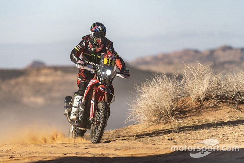 Benavides wint gitzwarte Dakar-etappe bij de motoren