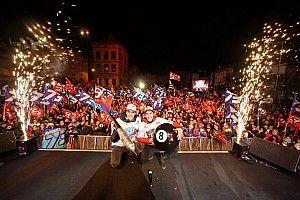 Los Márquez celebran la doble corona ante una multitud en Cervera