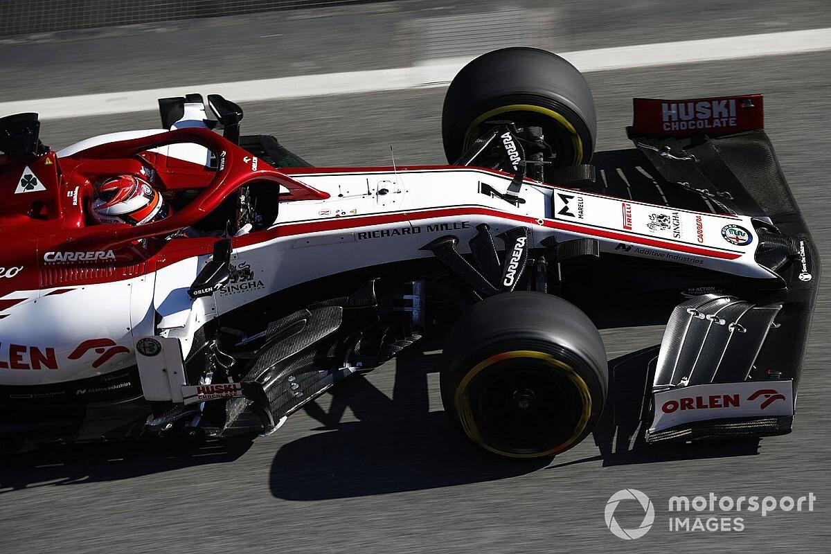 Räikkönen futárnak állt, nyugdíjasoknak vitt csomagot (videó)
