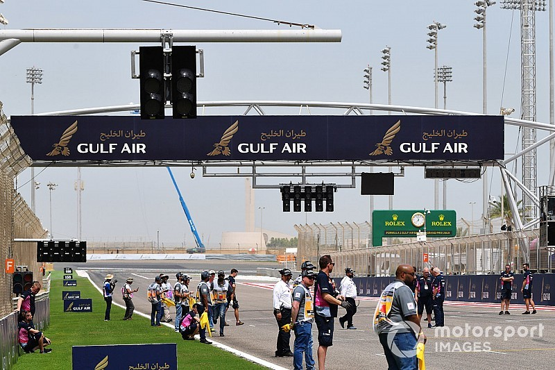 FIA installs extra set of start lights on Bahrain grid