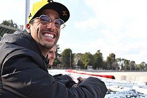 Риккардо об авариях Гасли: Я хоть экономил Red Bull деньги