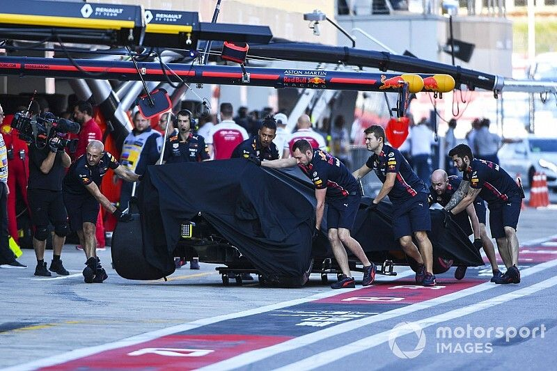Albon blames gust of wind for qualifying spin