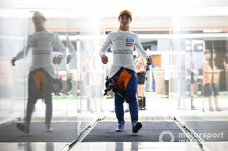 Nagyot húzott a McLaren, ismét: Norris emeli a kalapját