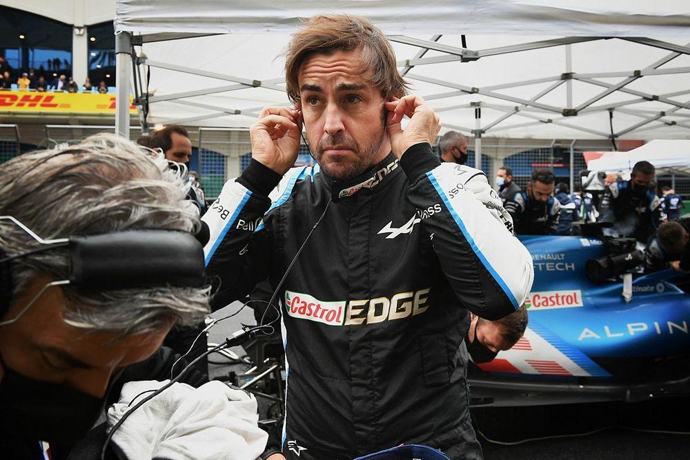Alonso nem akart káoszt, de már az első kanyarban elúszott a futama