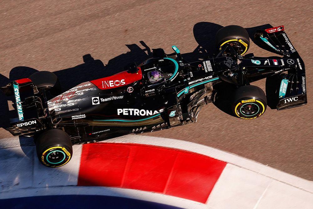 Lewis Hamilton Siap Manfaatkan Situasi Sulit Max Verstappen
