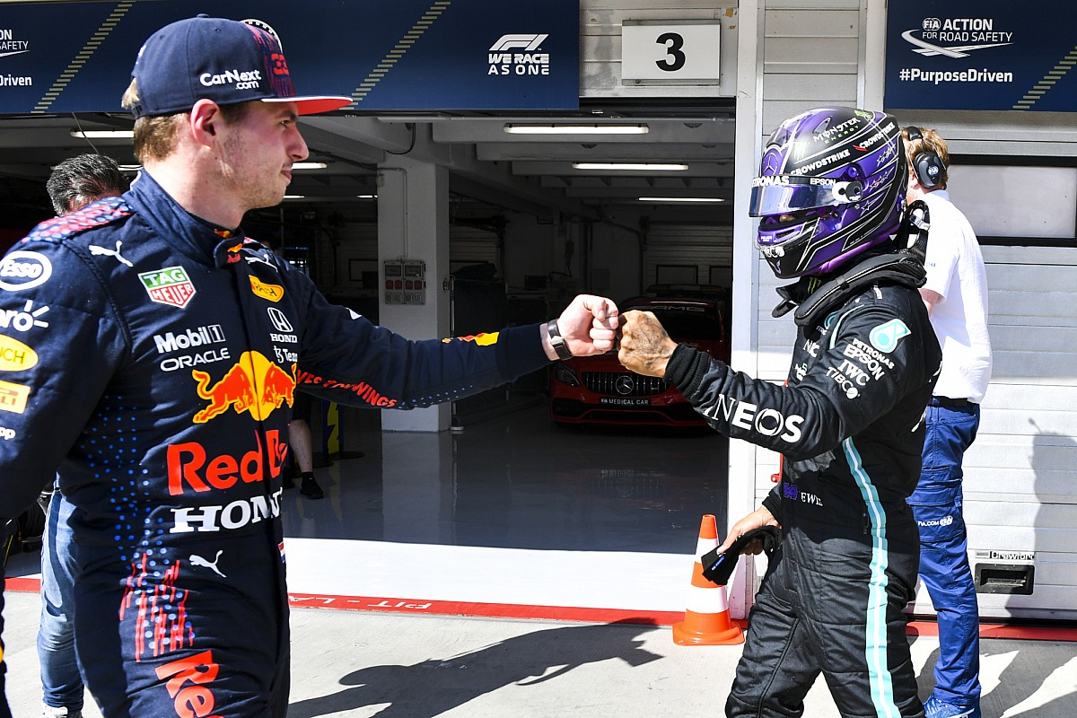 Verstappen denies Hamilton's experience is beneficial in F1 title fight