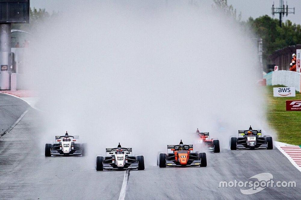 Formula Renault: Martins imprendibile a Barcellona