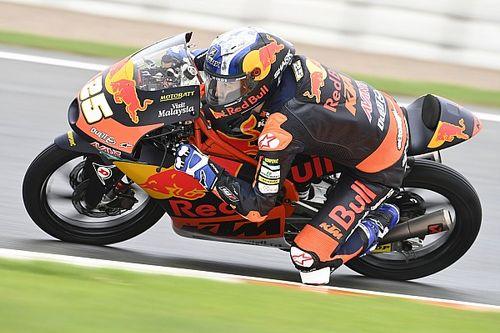 Moto3, pazza Valencia: vince Fernandez, Mondiale apertissimo
