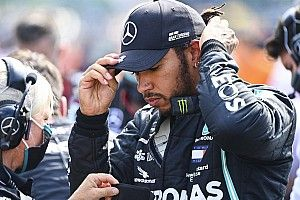 Hamilton reveals why he visited F1 stewards during red flag