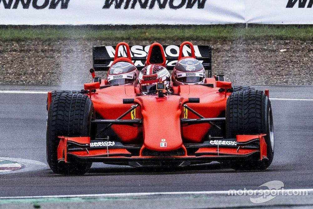 Fotos: Charles Leclerc im Formel-1-Dreisitzer von Ferrari