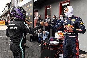 """El toque de hombros de Verstappen y Hamilton muestra una """"intensa"""" pelea"""