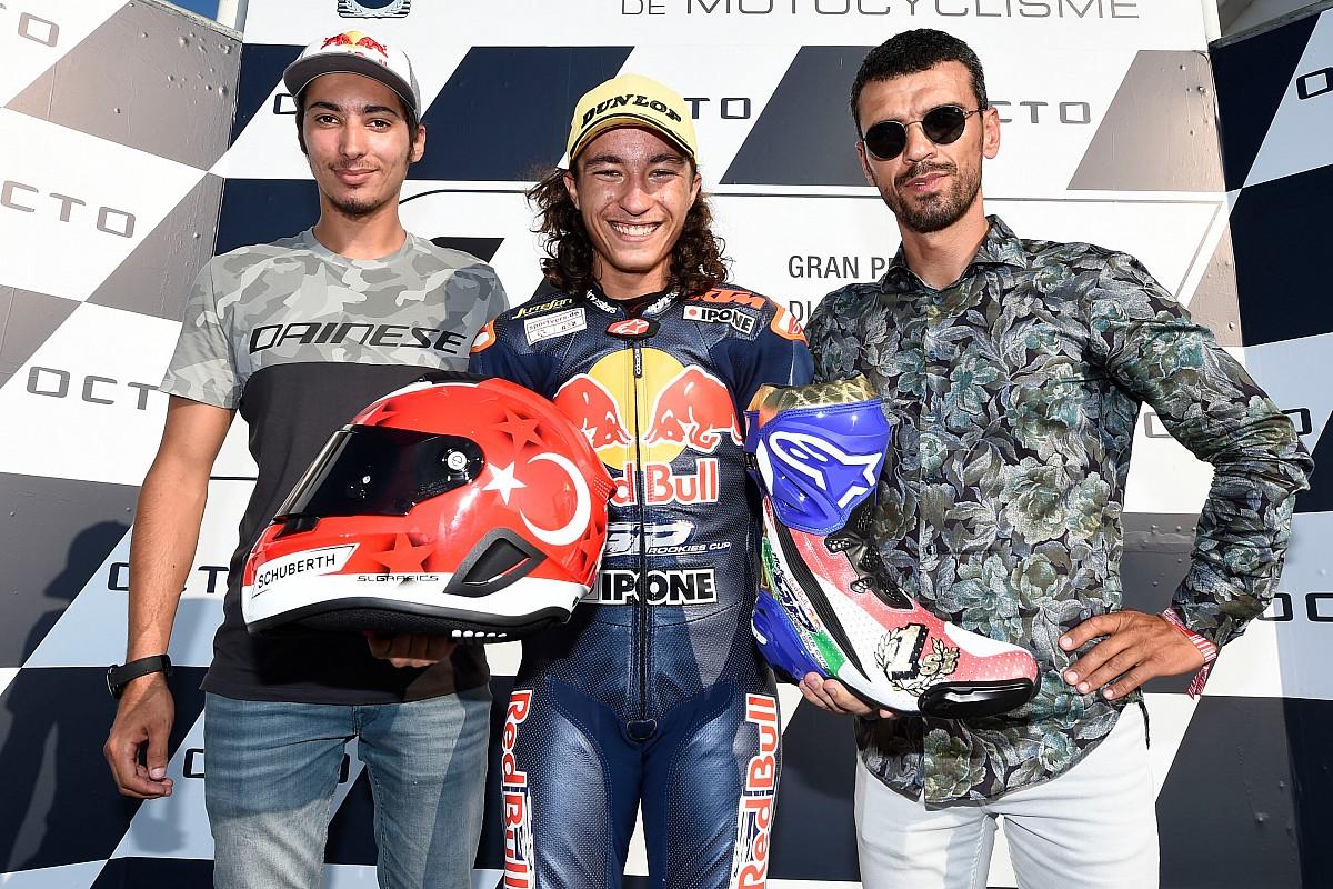 """Sofuoğlu: """"Toprak için hedefim Superbike, Deniz ve Can için MotoGP şampiyonluğu"""""""