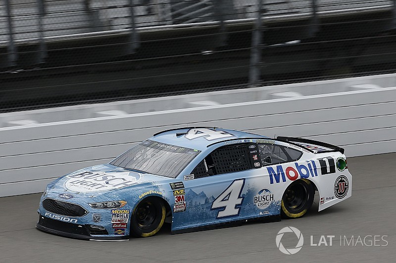 Kevin Harvick cruises to Stage 1 win at Michigan