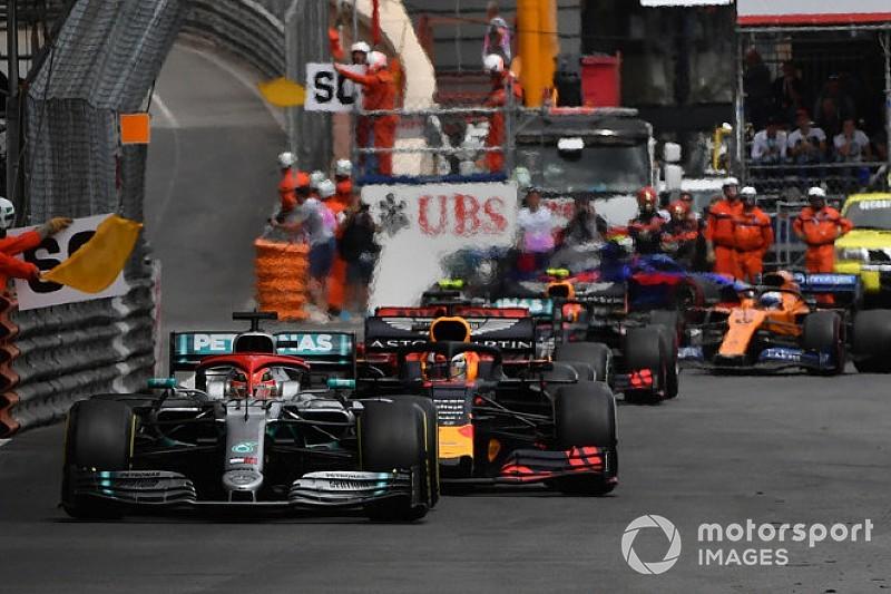 Видео: Ферстаппен врезается в Хэмилтона в конце Гран При Монако