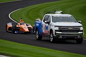 Alonso completa sus primeras vueltas en Indy con sobresalto; Serviá acaba 3º