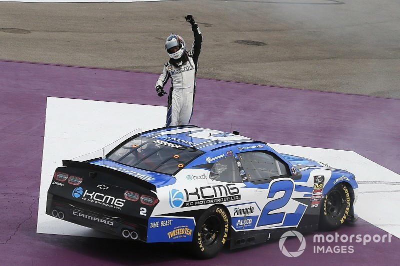 Tyler Reddick stretches his fuel to take Michigan Xfinity win