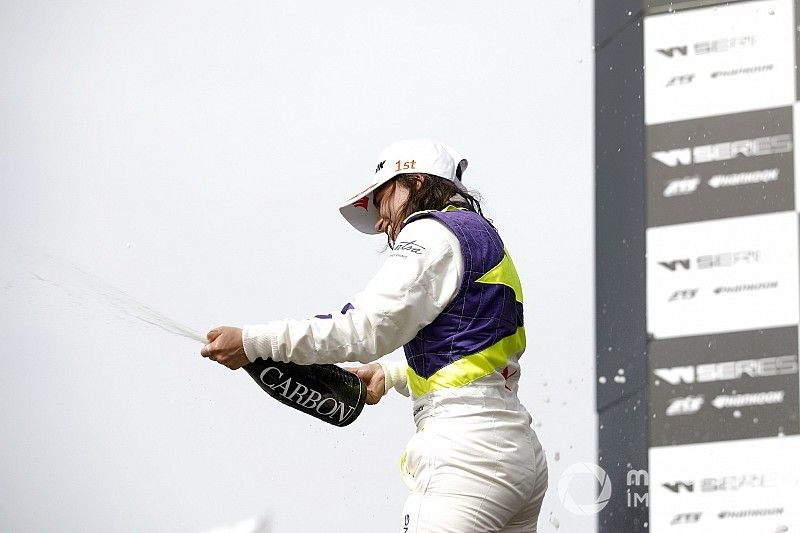 Brands Hatch W Series: Powell kazandı, Chadwick şampiyon oldu!
