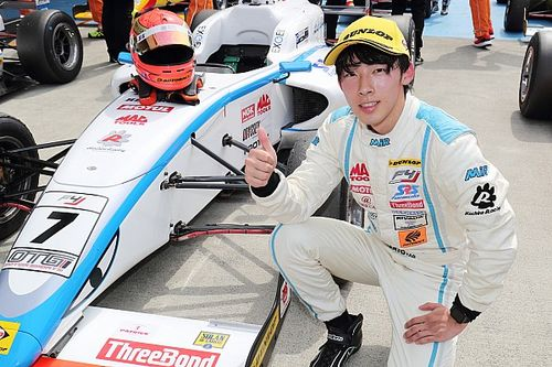 佐藤蓮が開幕戦に次ぐ今季2勝目。好スタートを決め逃げ切り|FIA-F4選手権第3戦富士