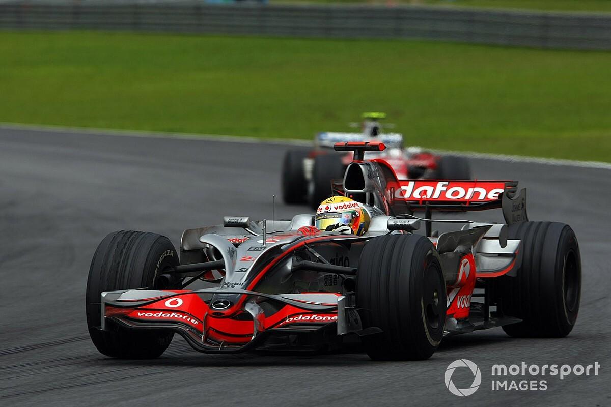 10 éve ezen a napon Massa pár másodpercig bajnok volt, de jött Hamilton a McLarennel...