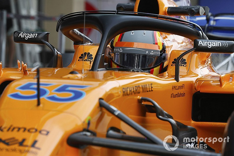 Fotos: Sainz estrena coche... y casco en su debut con McLaren F1