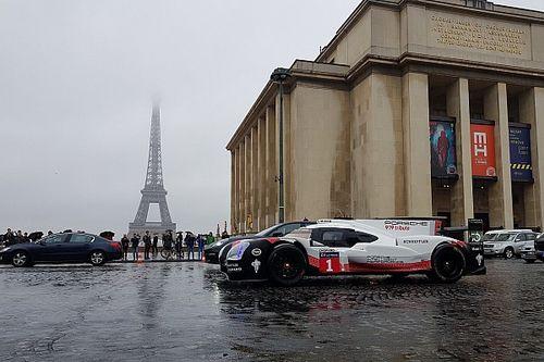 Romain Dumas a fait rouler la Porsche 919 dans Paris!