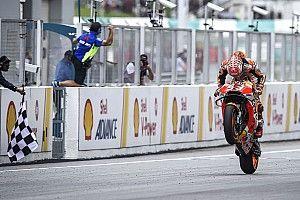 Rossi cai no final e Márquez vence GP da Malásia