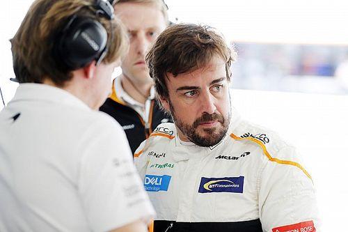 """Alonso lästert nach Stroll-Kollision: """"Beliebige"""" Strafen in """"übler Formel 1"""""""