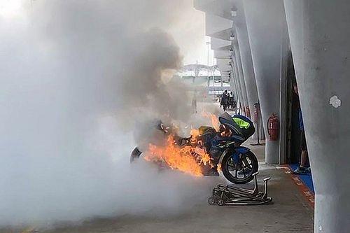 Moto de Rins pega fogo após vazamento durante abastecimento