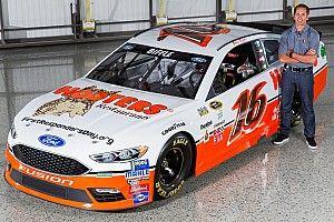 Hooters comes back to NASCAR with Alan Kulwicki throwback scheme