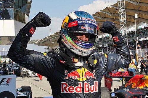 Ricciardo: Mercedes engine worries can bring Red Bull closer