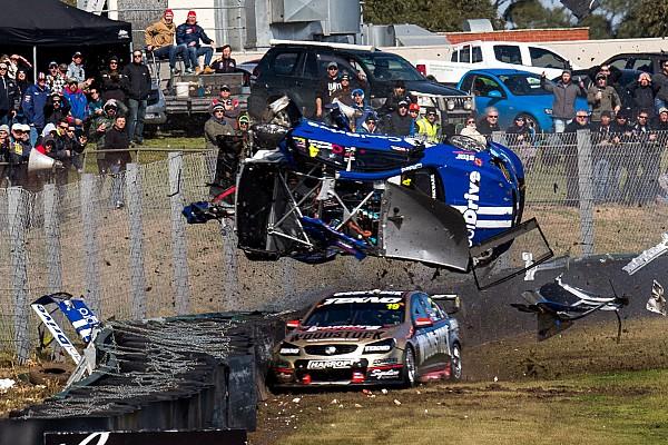 Bildergalerie: Hazelwood crasht mit 260 km/h in Sandown