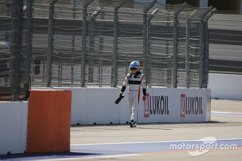 """Alonso se diz """"triste"""" após ficar de fora do GP da Rússia"""
