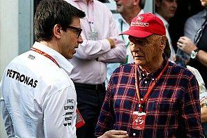Wolff: ezt mondta volna Lauda Hamilton megtartásáról