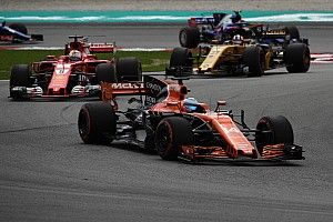 """Fernando Alonso se burla de las críticas de Vettel: """"las hemos oído muchas veces"""""""