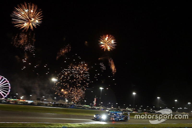 Daytona 24 Hours: Hr14 - Lengthy caution slows race to a crawl